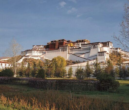 Lhasa Tibet 1 530x451 - ЭВЕРЕСТ-ИСТОРИЯ ВОСХОЖДЕНИЯ/ 2019